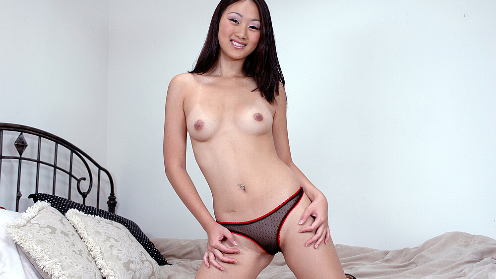 Wife Evelyn Lin fucking in the bed with her tattoos