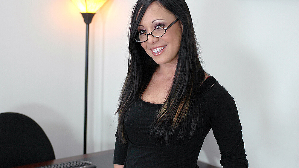 Boss Kylee King fucking in the desk with her small tits