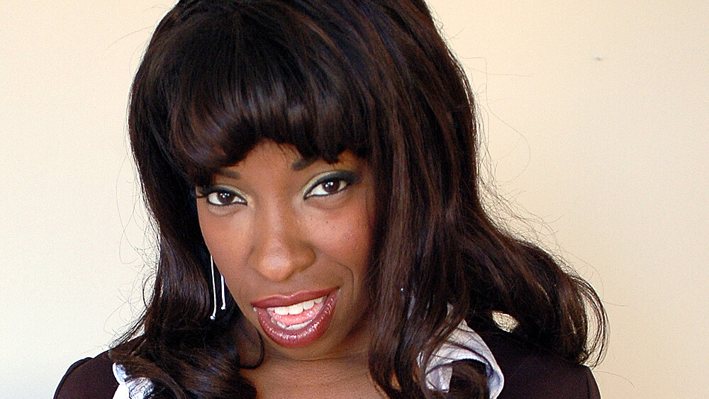 Vanessa Blue fucking in the desk with her piercings