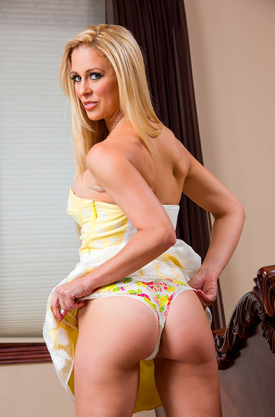 Pornstar Cherie DeVille