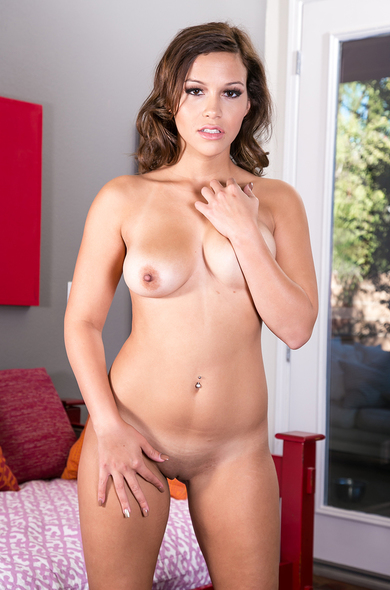 Your favorite pornstar Karter Foxx has a Innie & Medium Natural