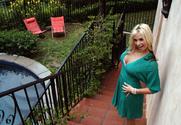 Sarah Vandella & Reno in Housewife 1 on 1