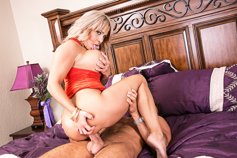 Alyssa Lynn & Chad White in My Friend's Hot Mom