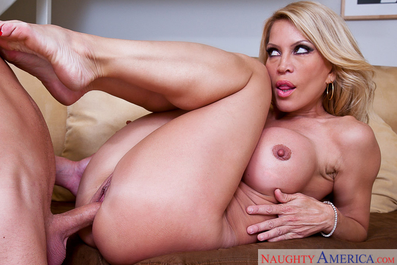 Porn star Amber Lynn giving a blowjob