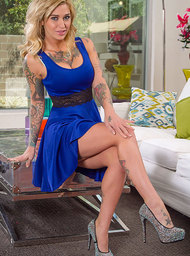 Kleio Valentien & Johnny Castle in My Wife's Hot Friend - Centerfold