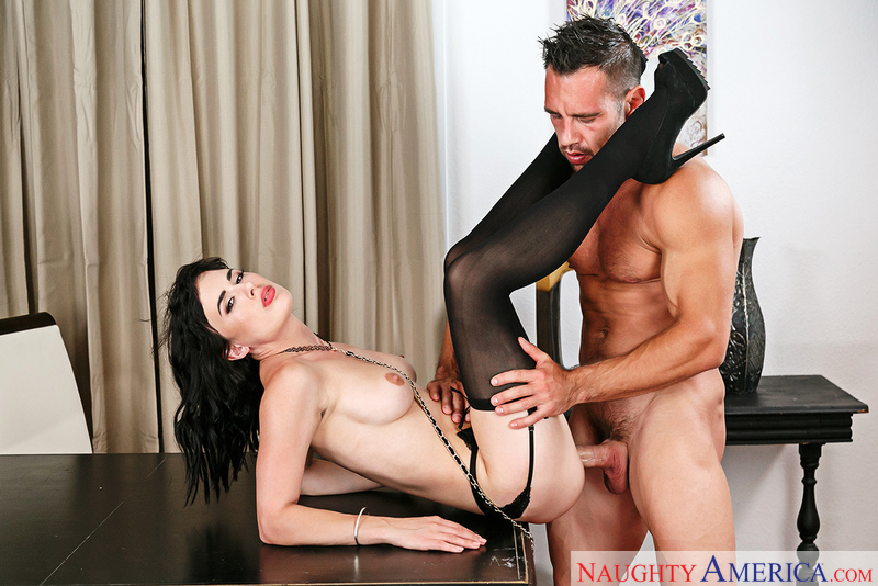 Naughtyamerica – OLIVE & JOHNNY CASTLE Site: Dirty Wives Club