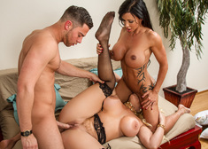 Jewels Jade, Alura Jenson & Seth Gamble in Seduced by a Cougar - Centerfold