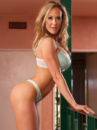 Brandi Love & Bill Bailey in Seduced by a cougar - Centerfold