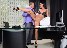 India Summer & Chad White in Seduced by a cougar - Centerfold