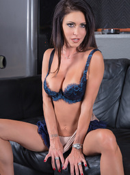 Jessica Jaymes & Chad White in Seduced by a Cougar - Centerfold