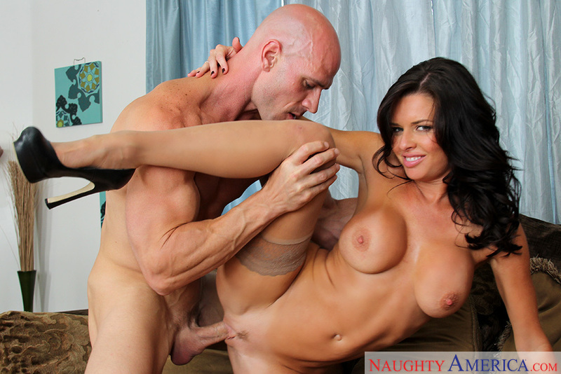 Porn star Veronica Avluv 2 giving a blowjob