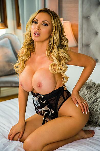 VR Pornstar Nikki Benz