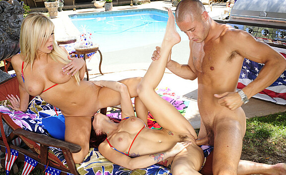 Blonde Monique Alexander fucking in the pool with her tits - Sex Position #10