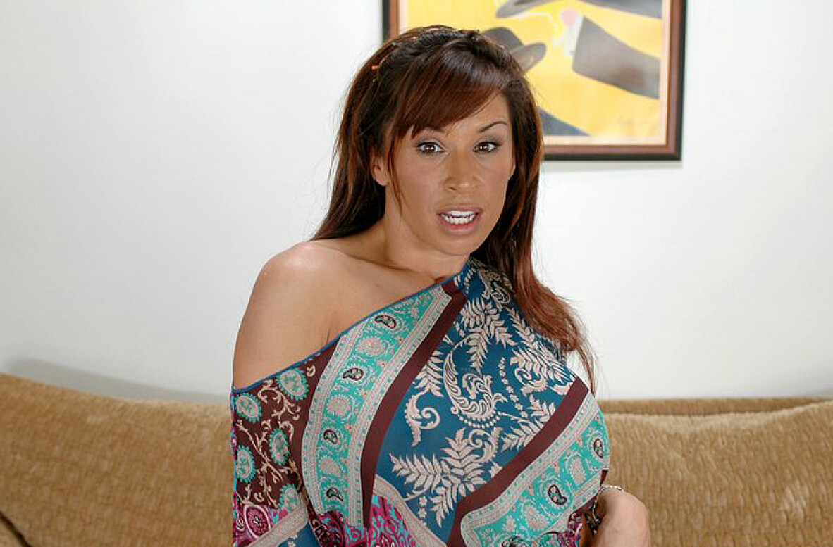 Watch Devon Michaels and Tommy Gunn video in Diary of a Milf