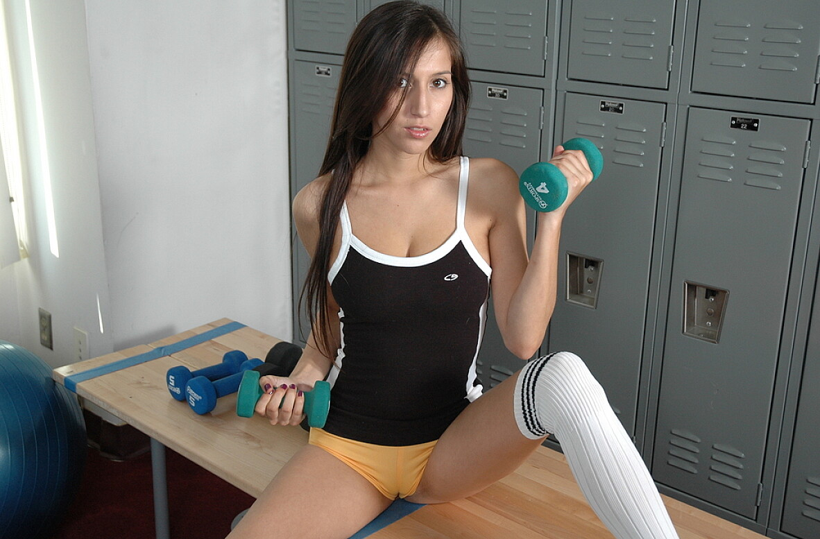 Watch April O'Neil video in Live Gym Cam