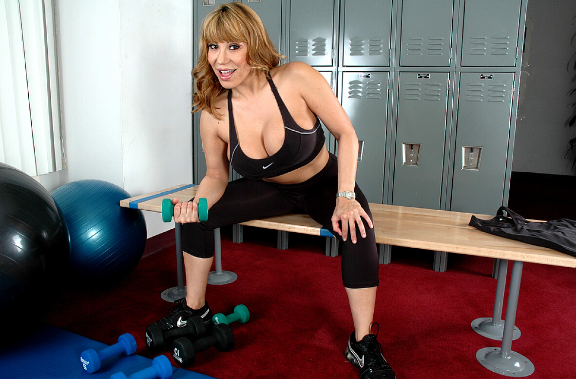 Watch Ava Devine video in Live Gym Cam