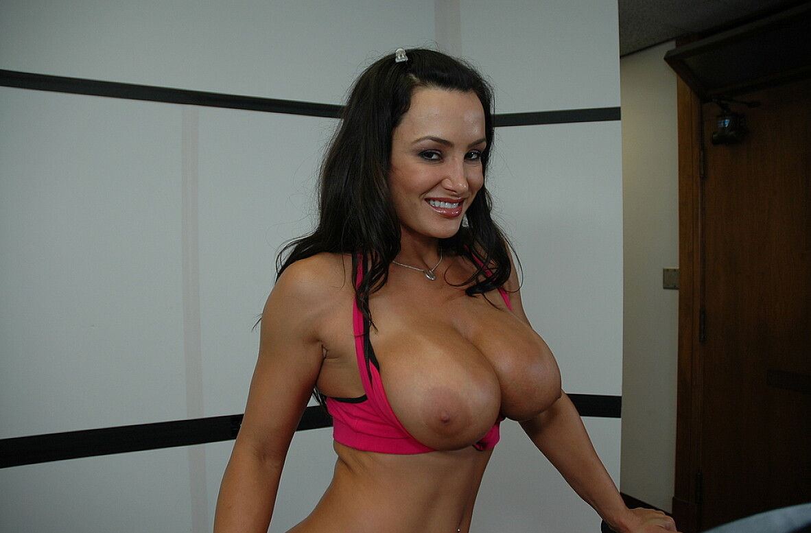 Watch Lisa Ann video in Live Gym Cam