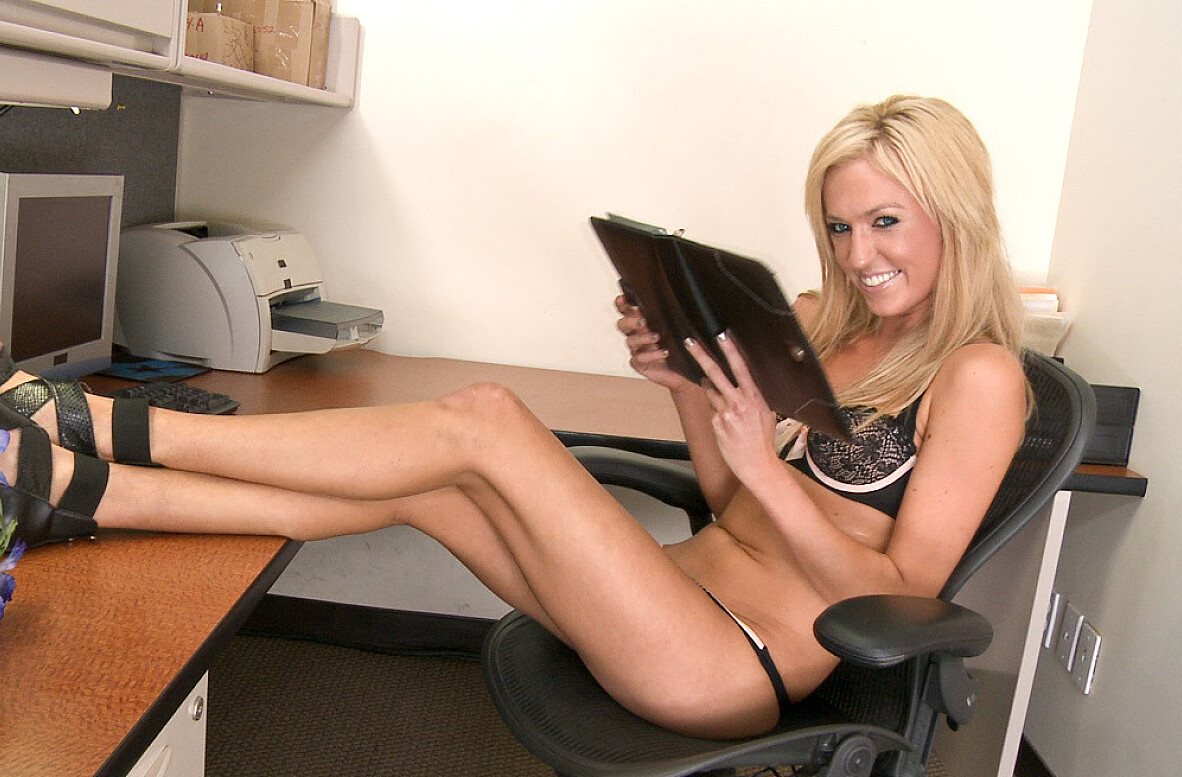 Watch Victoria White video in Live Naughty Secretary
