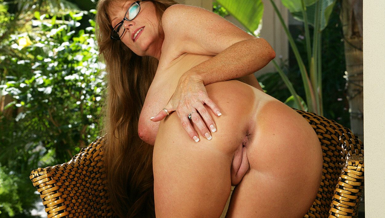 Mature Darla Crane fucking in the patio with her big tits