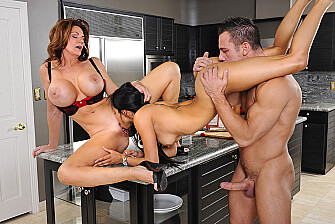 Brunette Deauxma fucking in the floor with her bubble butt - Blowjob