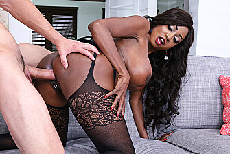 Diamond Jackson fucking in the couch with her medium ass - Blowjob