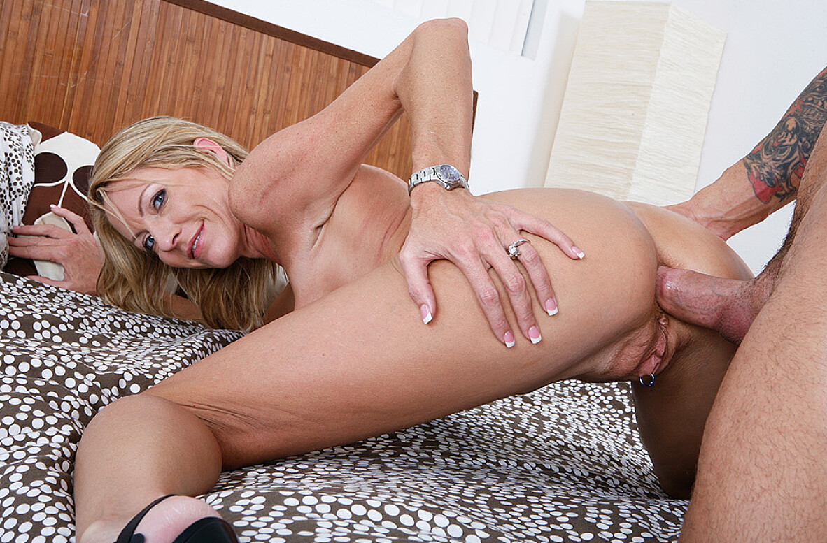 Watch Emma Starr and Alan Stafford American video in My Friend's Hot Mom