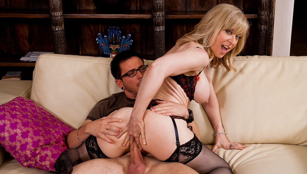 Nina Hartley fucking in the kitchen with her lingerie