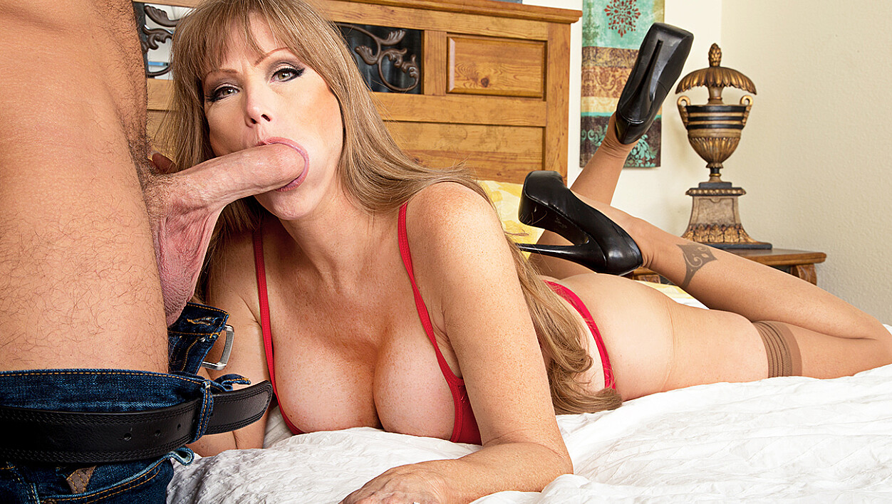Darla Crane fucking in the bed with her big tits