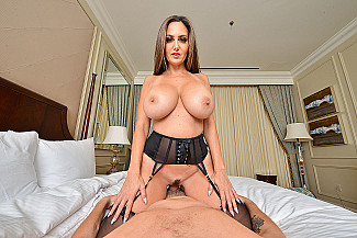 It's a big tits-big ass-VR porn kind of day with Ava Addams  - Sex Position 3