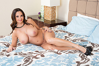 Ava Addams fucking in the couch with her tits vr porn - Sex Position 1