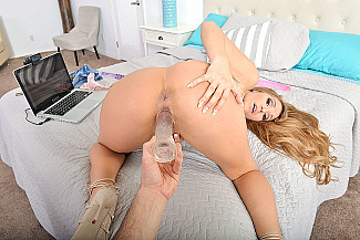 Moka Mora fucking in the bed with her petite vr porn - Sex Position 3