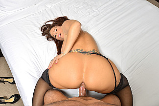 Porn Star Syren De Mer gives you the experience of a lifetime  - Sex Position 4