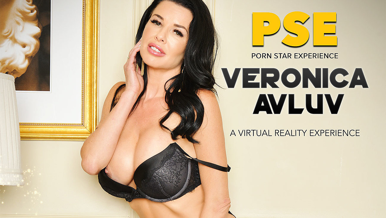 Veronica Avluv fucking in the bed with her innie pussy