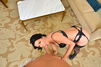 Veronica Avluv fucking in the bed with her innie pussy - Sex Position 2