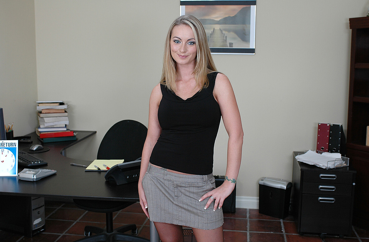 Watch Aline and Eric Masterson video in Naughty Office