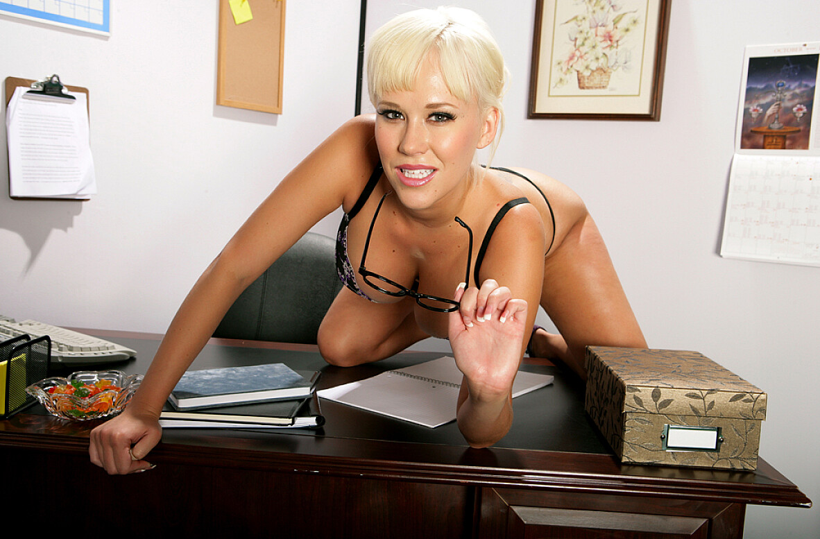 Watch Carly Parker and Otto Bauer video in Naughty Office