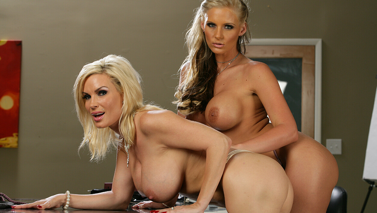 Diamond Foxxx fucking in the table with her big tits