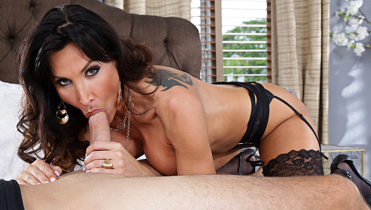 Cougar Lezley Zen fucking in the bed with her innie pussy