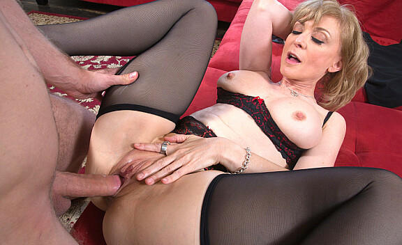 Cougar Nina Hartley fucking in the living room with her tits - Sex Position #10