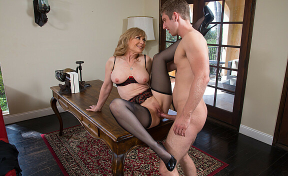 Cougar Nina Hartley fucking in the living room with her tits - Sex Position #12