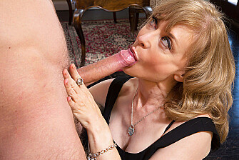Cougar Nina Hartley fucking in the living room with her tits - Blowjob
