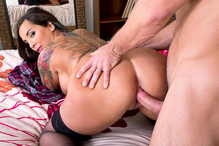 Sydney leathers nude