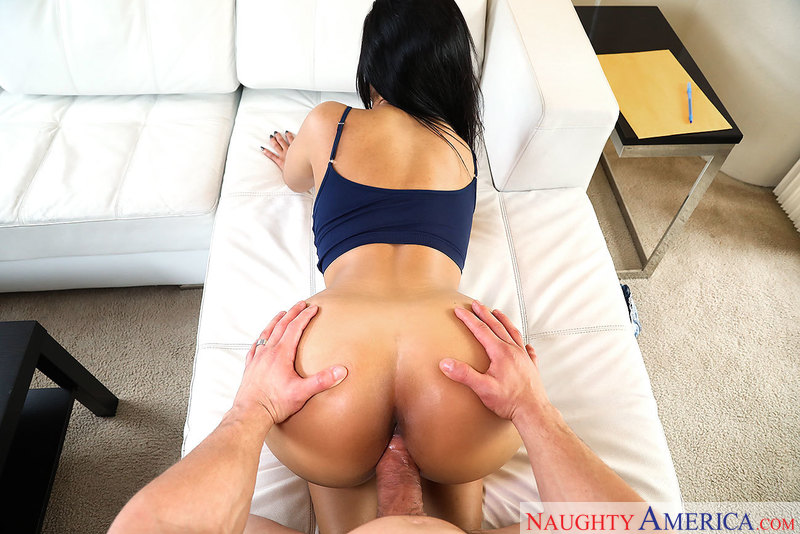 Rose Monroe fucking in the couch with her black hair - Blowjob