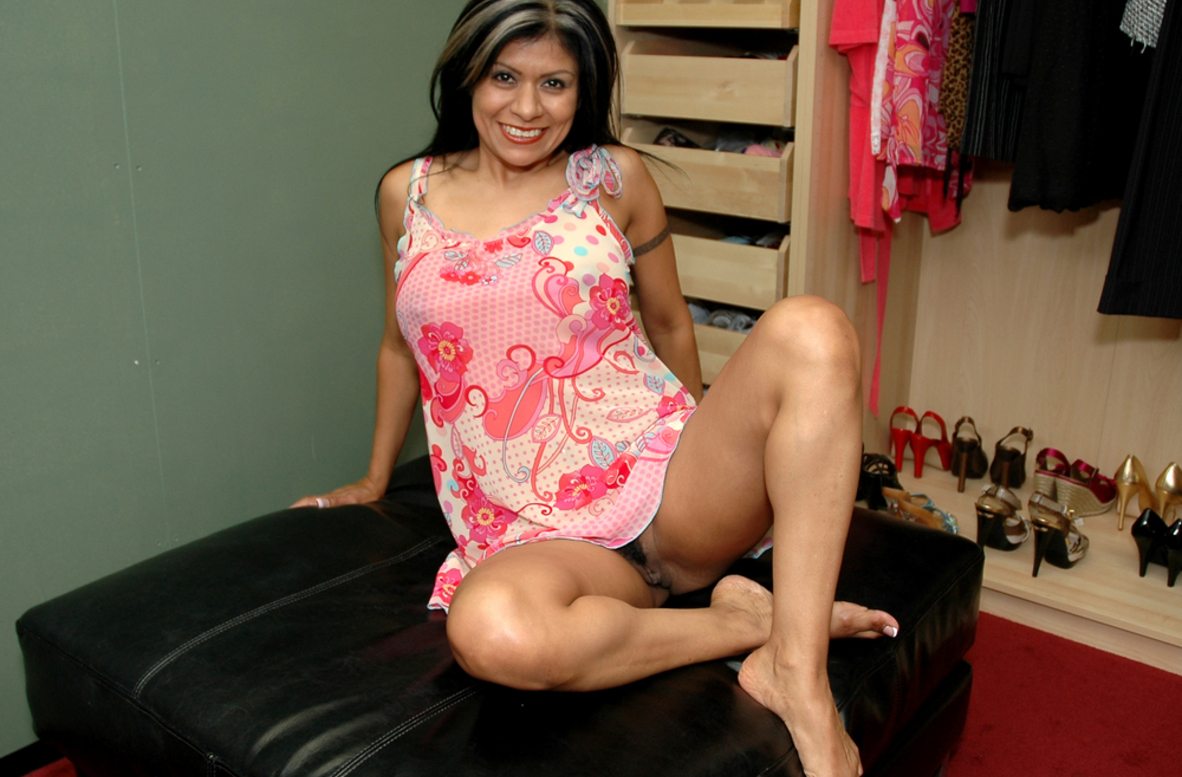 Watch Gabby Quinteros video in Live Naughty Milf