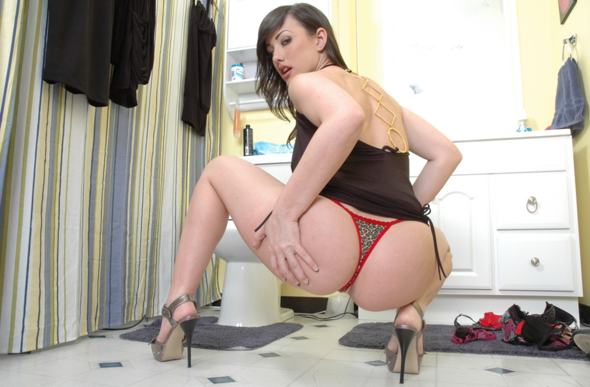 Watch Jennifer White video in Live Party Girl