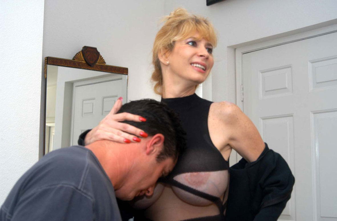 Watch Tara Moon and Travis Lee video in My Friend's Hot Mom