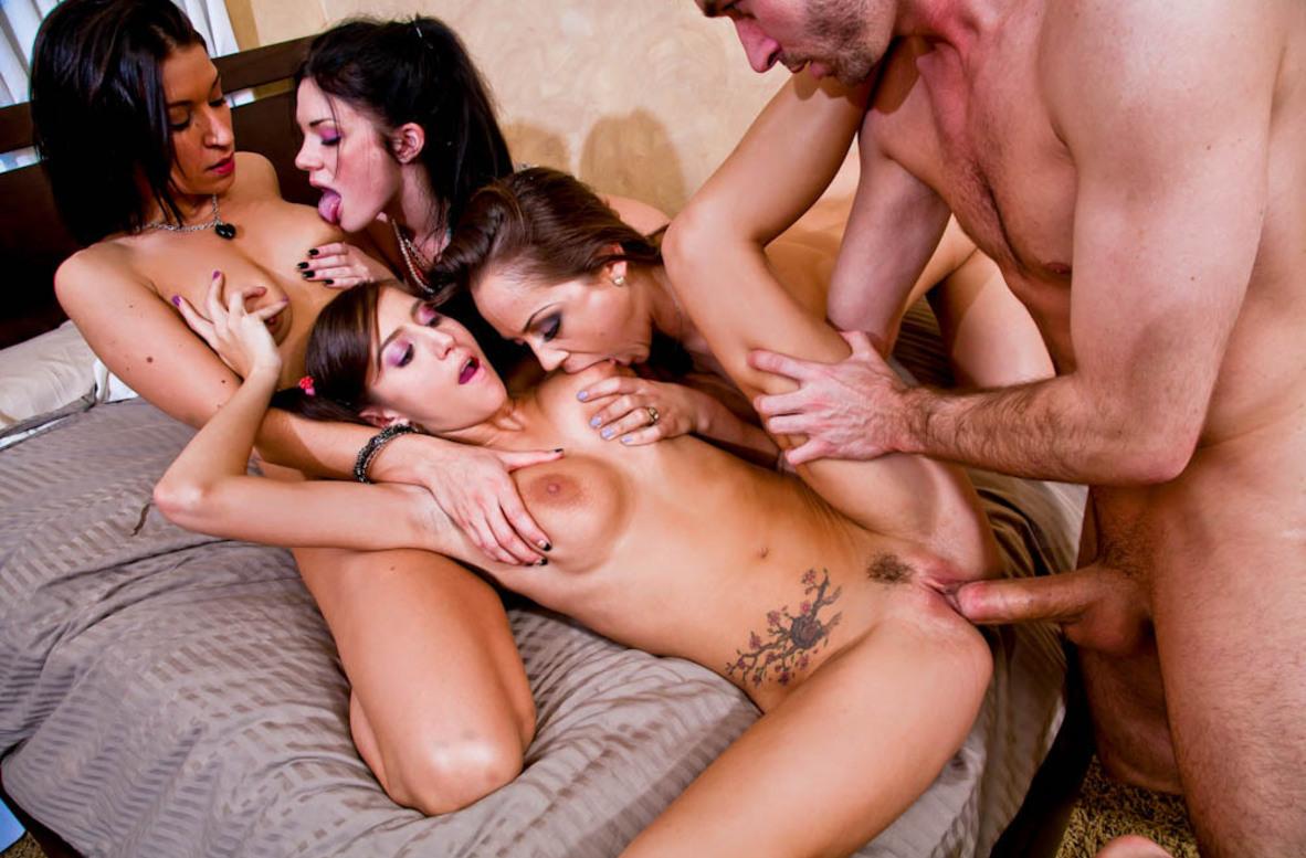 3 Девушки С Парнем Порно