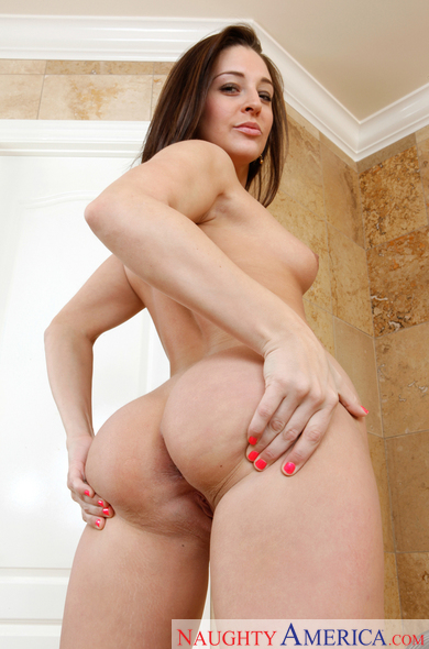 Gracie Glam fucking in the bathtub with her natural tits