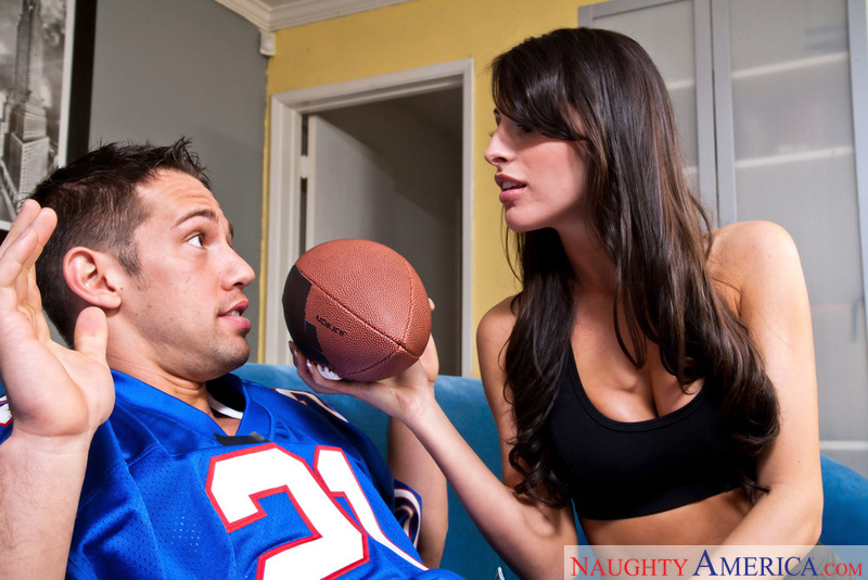 Kortney Kane fucking in the living room with her piercings - Blowjob
