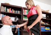 Courtney Cummz & Derrick Pierce in Naughty Office